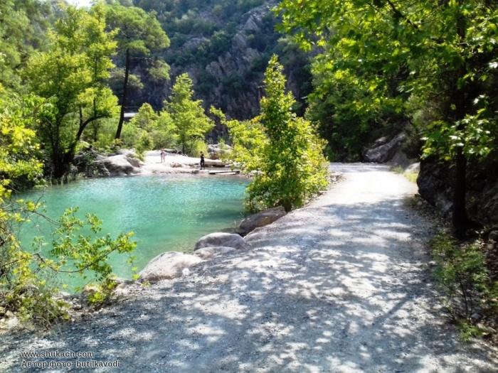 В нижній частини каньйону створено кілька ставків з прохолодною блакитною  водою ba34f39c6e705