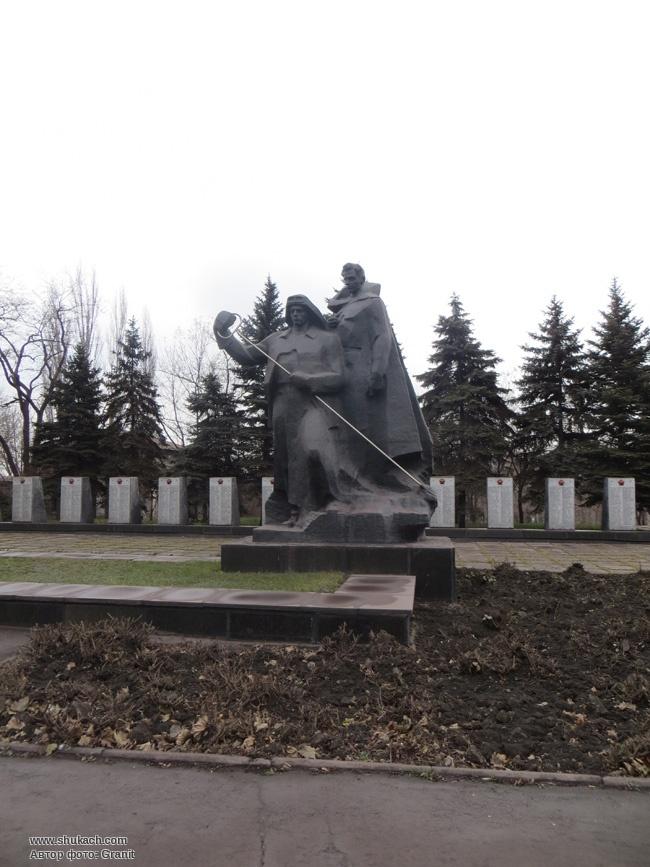 Гранитные памятники фото алчевск памятники в златоусте яндекс