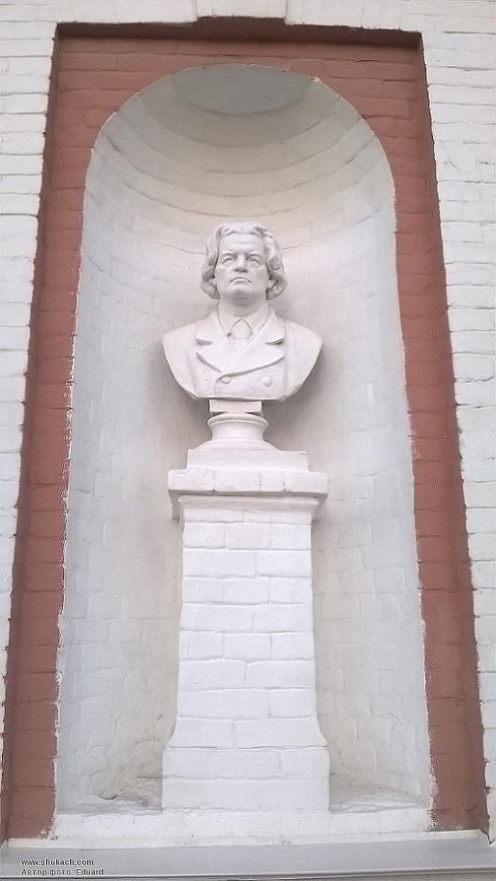 древности памятник рубинштейну в петергофе фото попали знаменитости, которые