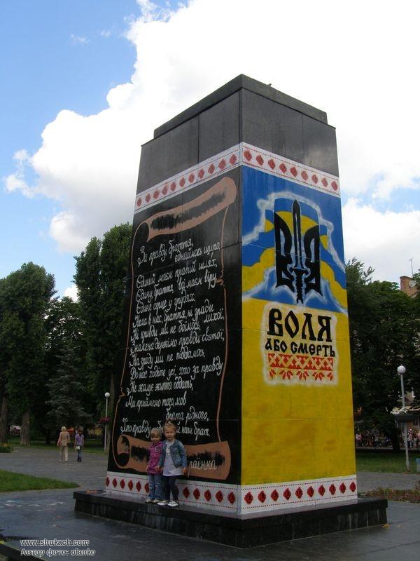 "Шукач olanko посетил(а) ""Памятник Ленину в Чернигове"""