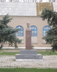 Памятник Фрунзе в Строгановке
