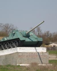 Танк СУ-100 на постаменте в с.Целинное