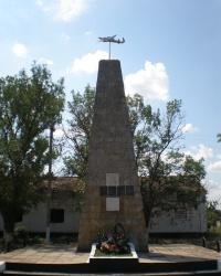 Братская могила советских воинов в Яструбках