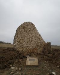 Памятная плита неизвестному матросу Яше в Владимировке