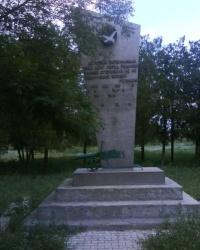 Памятник Бережному И.М., командиру пулеметного взвода