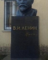 Бюст Ленина В.И. по ул. Артема, 498, г. Луганск