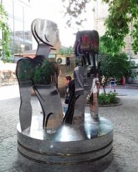 Скульптура «Любовь-Река» на Крещатике, г. Киев