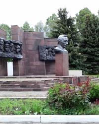 Пам'ятник Макаренку А.С., с. Подвірки
