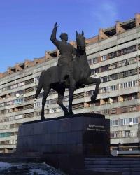 Памятник Ворошилову К.Е. на ул. Коцюбинского, г. Луганск.