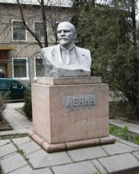 Памятник В.И. Ленину по ул. Тимирязева, г. Луганск