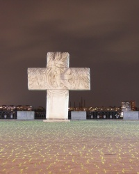 Козацький хрест на Січеславській Набережній в Дніпрі.