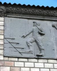 Барельеф на здании Дома Культуры в с. Медведовка
