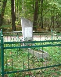Місце поховання в лісі біля села Байбузи