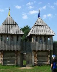 Дерев'яна фестивальна фортеця в с. Урич