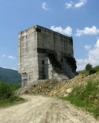 Залишки недобудованої ГЕС в с. Довге