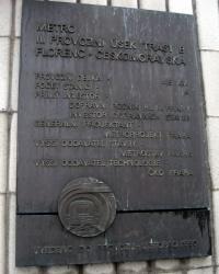 Пам'ятна дошка пусковій ділянці Празького метра.