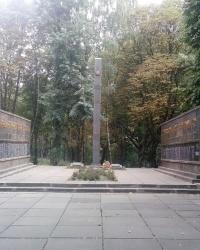 Монумент слави радянським солдатам в смт Ставище