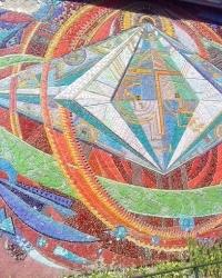 Мозаїка на будівлі Кібцентра в Києві