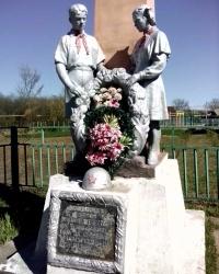 Пам'ятник радянським воїнам загиблим у Другій Світовій війні, с. Кожухівка