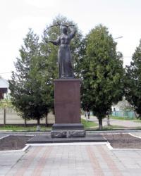 """Скульптура """"Україна молода"""", смт Коцюбинське"""