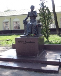 Пам'ятник Марії Заньковецькій в Ніжині