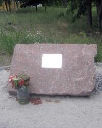 Пам'ятний знак Герою України Віталію Васільцову в с.Жорнівка