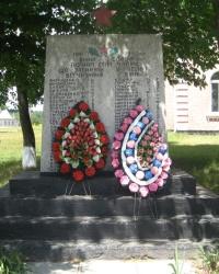 Пам'ятник радянським воїнам Другої світової війни, с. Чайки