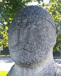 Скульптуры половецких Баб (2) на набережной Днепра