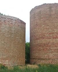 Силосные башни 19 века в с. Лагидное