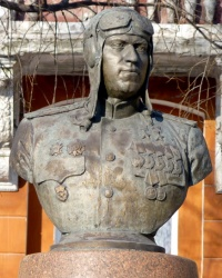 Памятник-бюст  дважды  Героя  Советского  Союза  Брандыса  А.Я.
