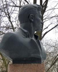 Памятник  подпольщику  И. П. Клюеву