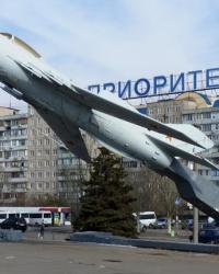 Самолет МИГ-19 на постаменте в Днепропетровске