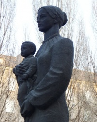 Памятник Матери в Днепродзержинске