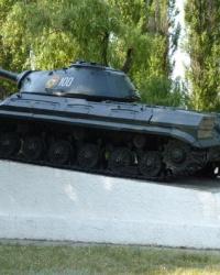 Танк Т-10 на постаменте в Гвардейском