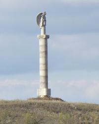 Памятник небесному покровителю казаков Михаилу Архангелу на острове Тягин