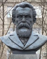 Памятник Вернадскому В.И в Кременчуге