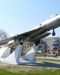 Самолет Су-7 БК на постаменте в Краснограде