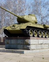 Танк Т-34-85 на постаменте в Краснограде