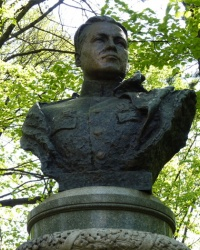 Памятник-бюст В. П. Каруне в Днепропетровске