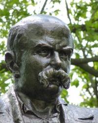 Памятник Шевченко Т.Г. в Диканьке