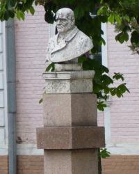 Кировоградский НТУ. Памятник Григоровичу В.И