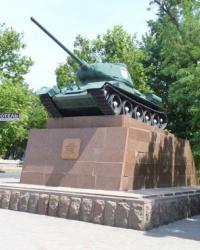 Танк Т-34-85 на постаменте в Херсоне