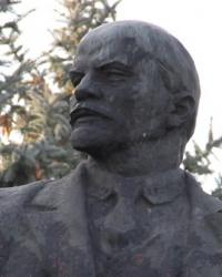 Памятник В.И.Ленину в г.Долинское