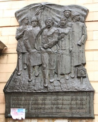Памятная доска в честь революционных событий на станции Долинская