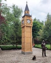 Часовая башня Биг-Бена в г. Мелитополь. Английская зона в городском парке