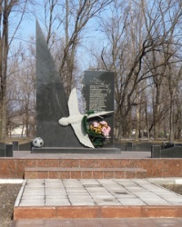 Памятник погибшим футболистам «Пахтакора» с.Куриловка (Днепропетровская обл.)