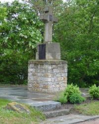 Каменный крест в честь защитников Чигиринского бастиона на Замковой горе