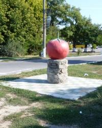 Памятник помидору-кормильцу в г.Каменка-Днепровская