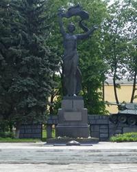 Братская могила участников гражданской войны, партизан, советских воинов в г. Глухов