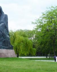 Памятник «Скорбящая Родина-мать» с скульптурной группой «Борьба» и «Освобождение» в г.Кировоград